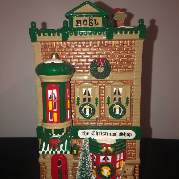 "Dept 56 Other - ""The Christmas Shop"".  X-Mas Village piece"